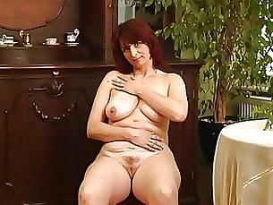 masturbation mature milf playing