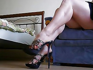 foot-fetish fetish upskirt feet skirt milf amateur juicy