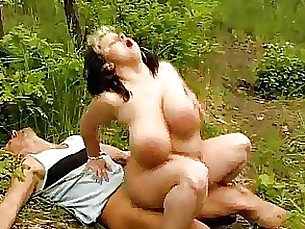 big-tits boobs bbw mature outdoor