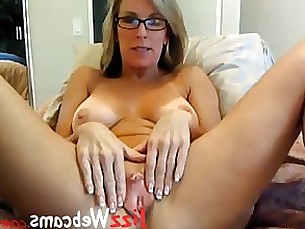 babe glasses milf masturbation kiss oil pussy webcam