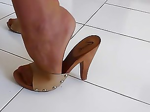 milf housewife high-heels fetish