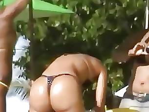 18-21 ass bikini milf public