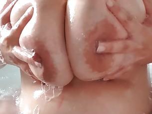 amateur big-tits fetish lactation mammy milf pregnant