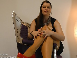 bdsm feet fetish high-heels mammy milf nylon panties