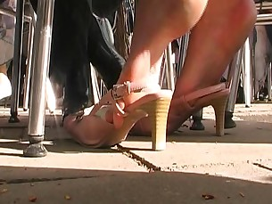 amateur feet foot-fetish high-heels mammy milf playing