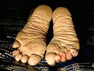 brunette feet foot-fetish indian mammy milf pov wet
