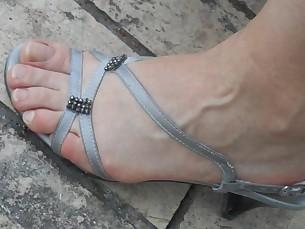 amateur blonde brunette feet foot-fetish juicy small-tits little mature