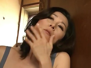 amateur fingering japanese mammy masturbation milf